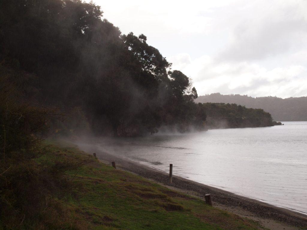 タラウェラ湖のホットウォータービーチ