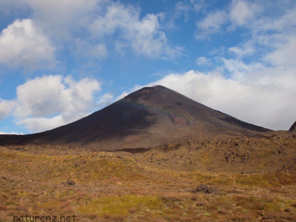 P3268562 トンガリロ ナウルホエ 滅びの山