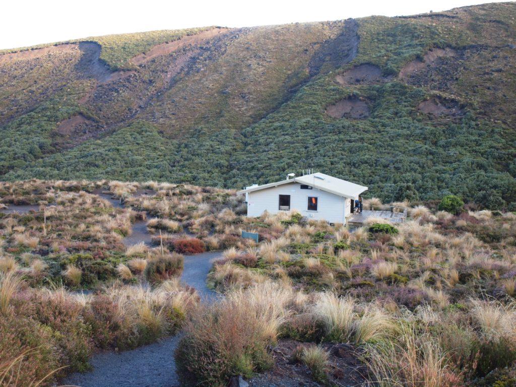 トンガリロ グレートウォーク 峠 ナウルホエ トンガリロ 山小屋