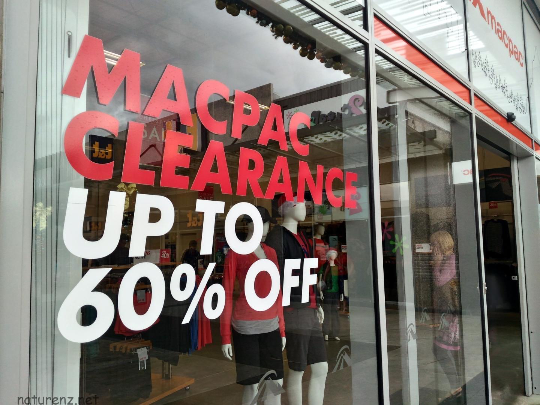 こんなに安いの!?NZ発アウトドアブランド『マックパック』のアウトレット店へ行ってみた!