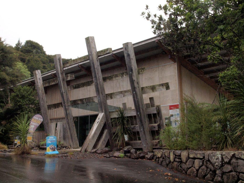 ピナクルズ登山口手前にあるDOCのビジターセンター