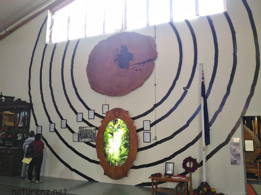 カウリミュージアム。この壁画の意味は・・!!?