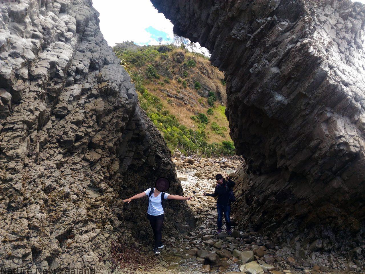 マンガファイクリフウォークの一番北側にある岩のアーチ。満潮時は近寄れないので注意!