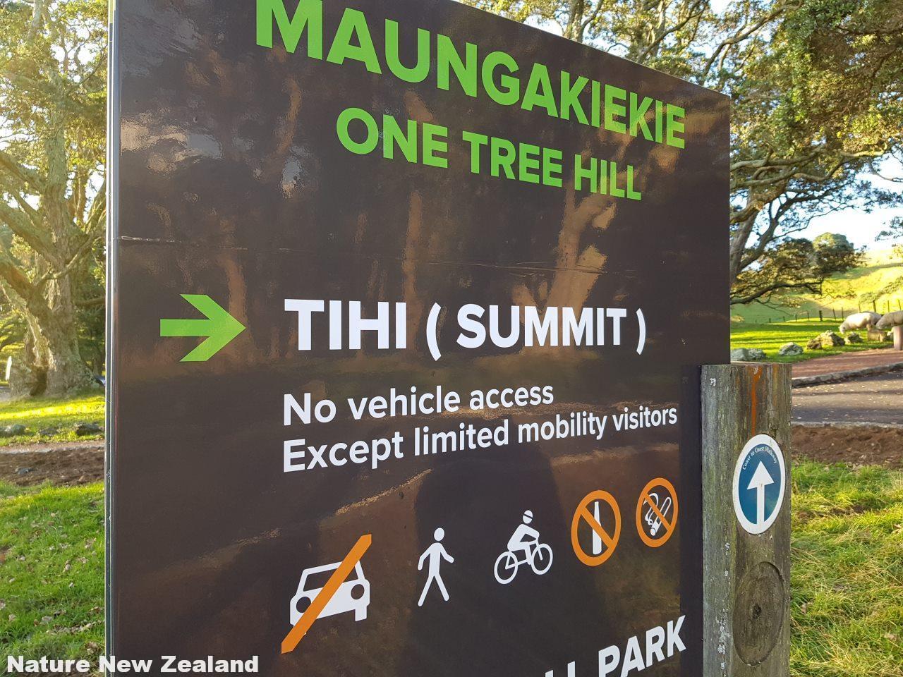 one tree hillへの頂上への車の乗り入れ禁止を示す看板。筆者撮影2018年5月