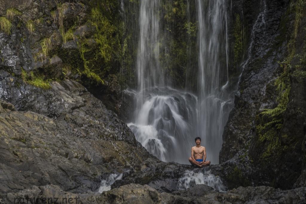 落差20m!ファンガレイの名所「ピロア大滝」で滝行体験