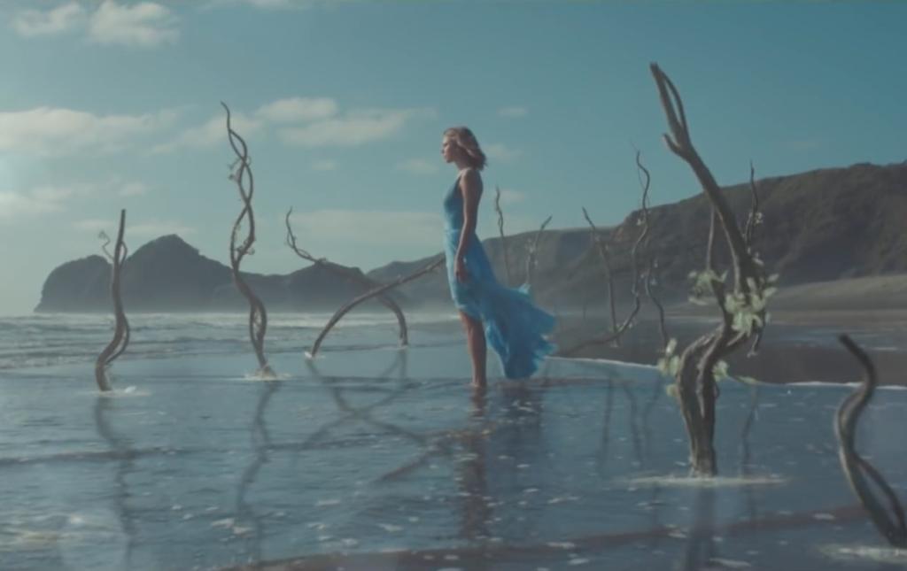 NZがテイラー・スウィフトに激怒!?「貴重な鳥を脅かした」ミュージックビデオ撮影の顛末とは?