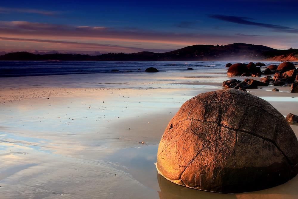 ニュージーランドの奇岩『モエラキ・ボルダーズ』。訪問は満潮/干潮どっちがベスト?