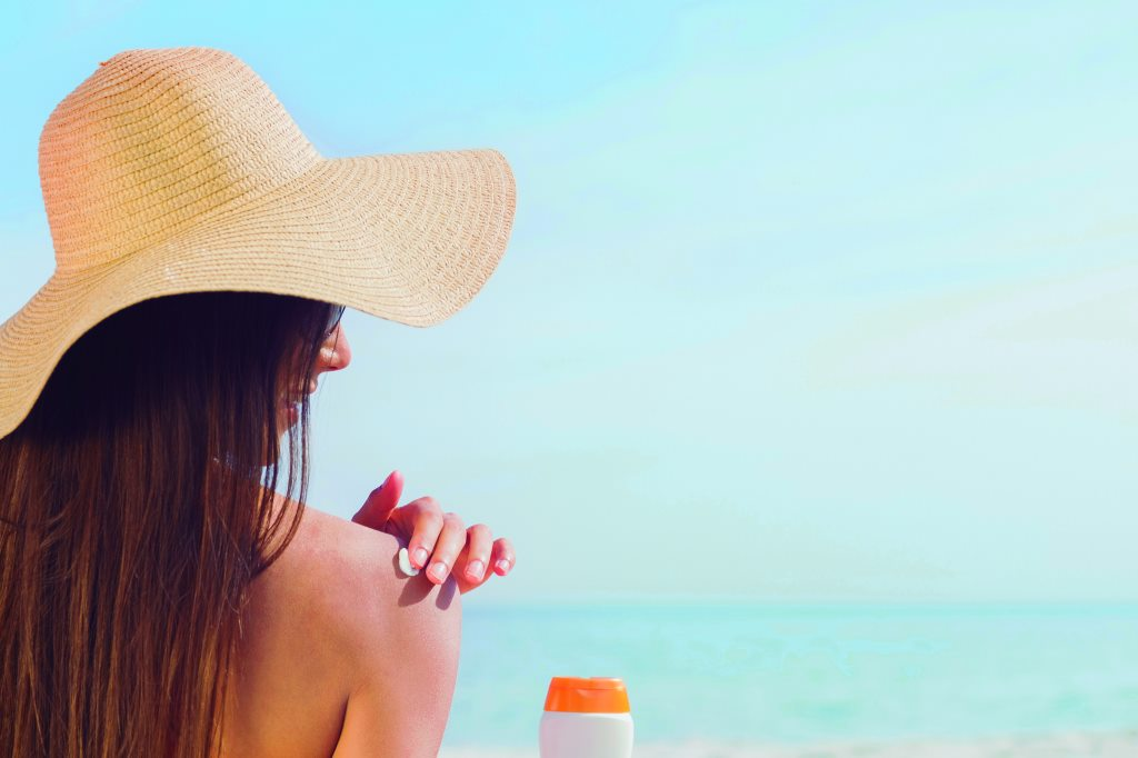 日焼け止めがサンゴ礁を破壊するって本当?環境に優しい製品の選び方とは