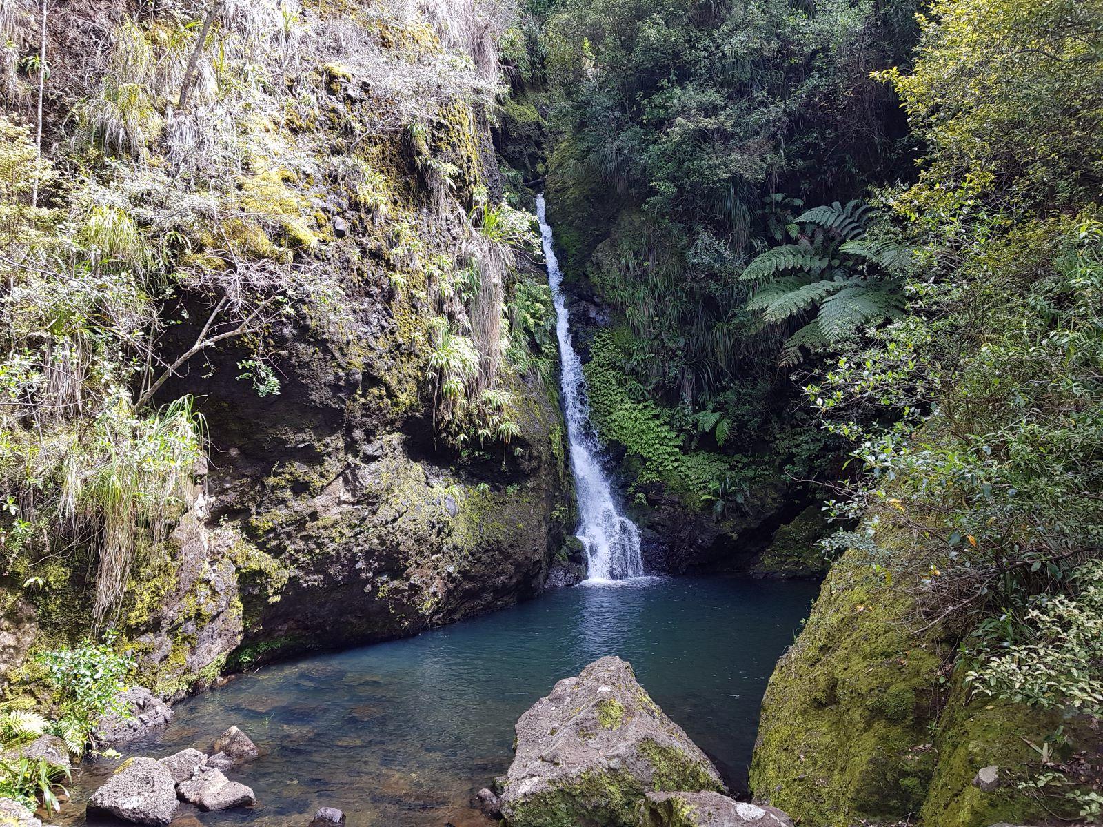 カラマツラ滝